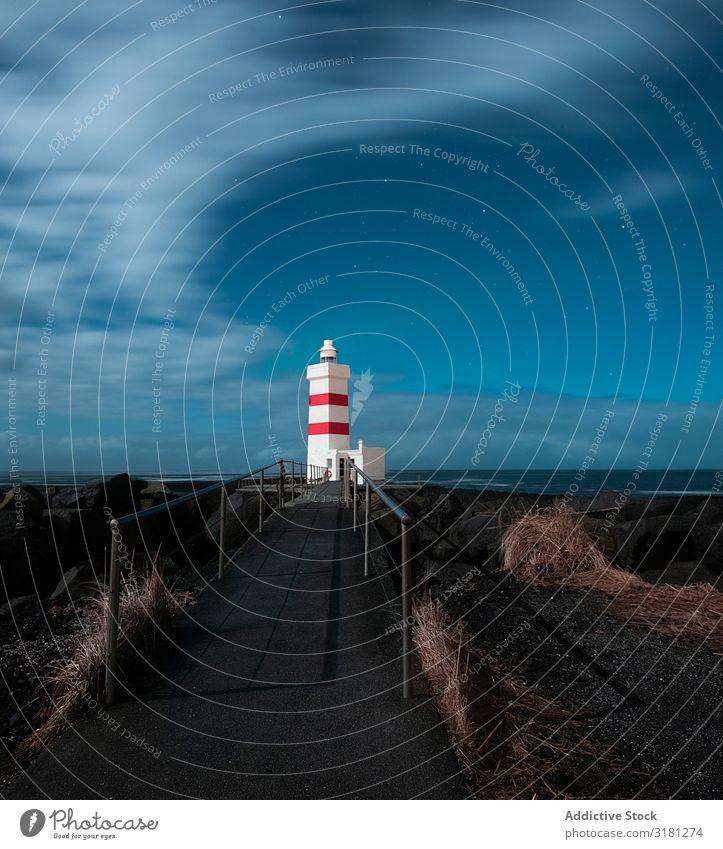 Leuchtturm in Island Garður Licht Himmel Meer weiß Natur blau Wasser Landschaft Tourismus Küste Atlantik Ferien & Urlaub & Reisen isländisch Europa Wolken