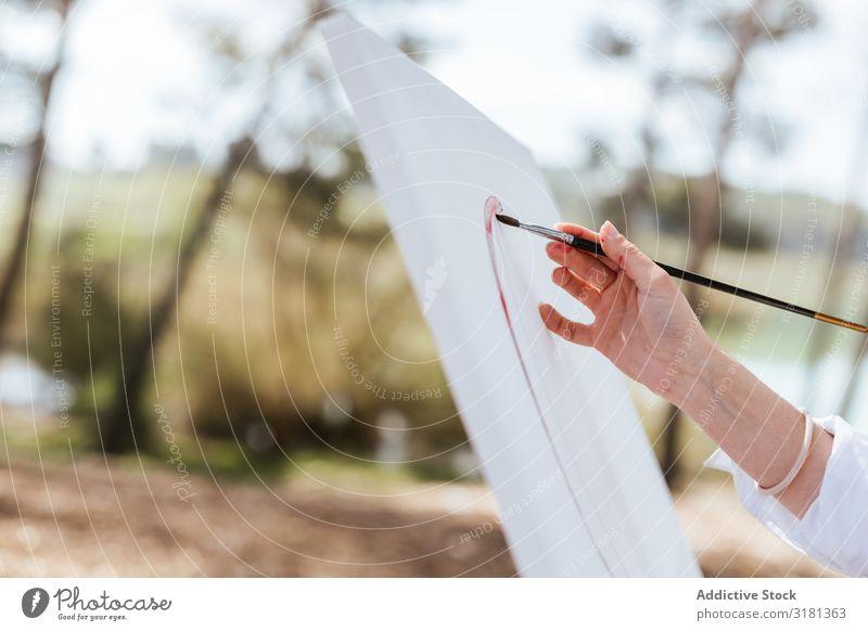 Zuschneiden der Handmalerei auf Staffelei Künstler Natur Pinsel Leinwand Gemälde Frau Landschaft Sommer Lifestyle Freizeit & Hobby lässig Zeichnung Fähigkeit
