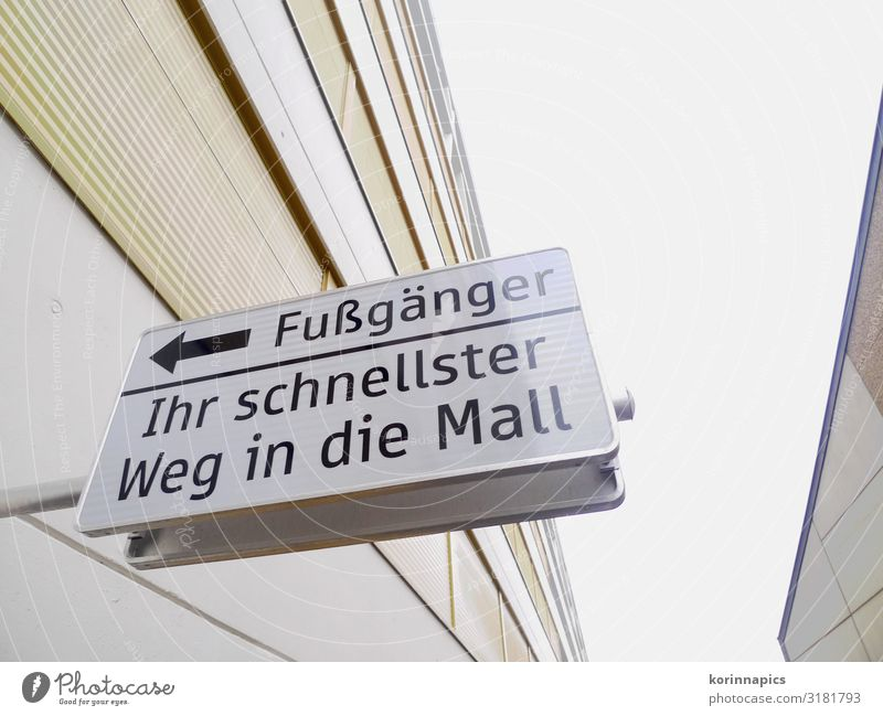 Weg zur Mall kaufen Reichtum Einkaufszentrum Einkaufscenter Fußgänger Schilder & Markierungen Hinweisschild Warnschild Freizeit & Hobby Kommunizieren Farbfoto