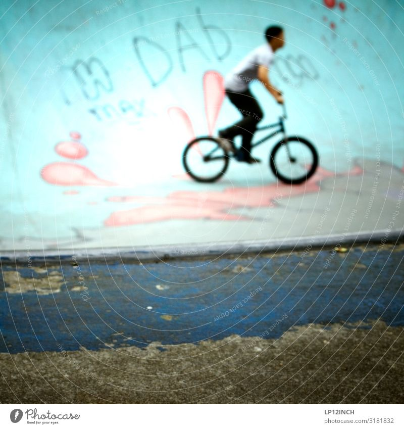 P O O L Freizeit & Hobby Spielen Sport Fahrradfahren BMX Halfpipe pool Junge Junger Mann Jugendliche 1 Mensch 8-13 Jahre Kind Kindheit 13-18 Jahre Coolness