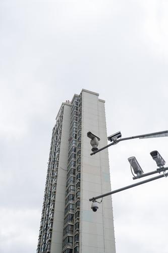 I spy -I- Stadt grau Angst Hochhaus beobachten bedrohlich Sicherheit geheimnisvoll Vertrauen Sorge China Videokamera Aggression Nervosität Überwachung