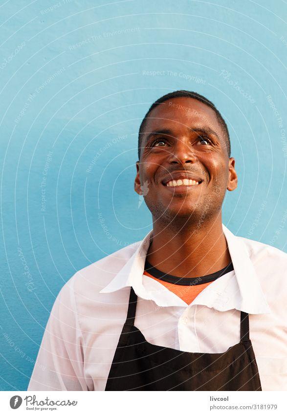junger kellner an der tür des restaurants, trinidad - kuba Lifestyle Glück Leben Insel Mensch maskulin Junger Mann Jugendliche Erwachsene Kopf Gesicht Auge Nase