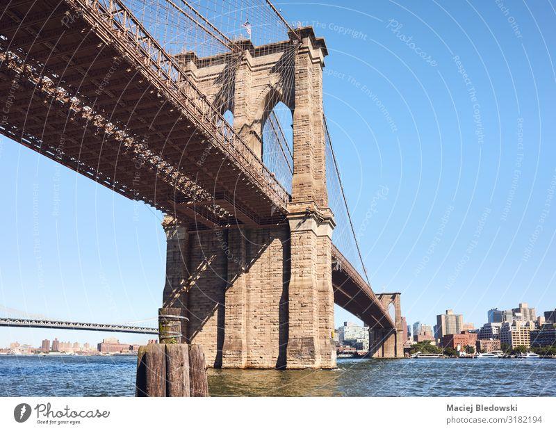 Brooklyn Bridge an einem sonnigen Tag, NYC. Ferien & Urlaub & Reisen Sightseeing Städtereise Sommer Himmel Fluss Stadt Brücke Architektur Sehenswürdigkeit