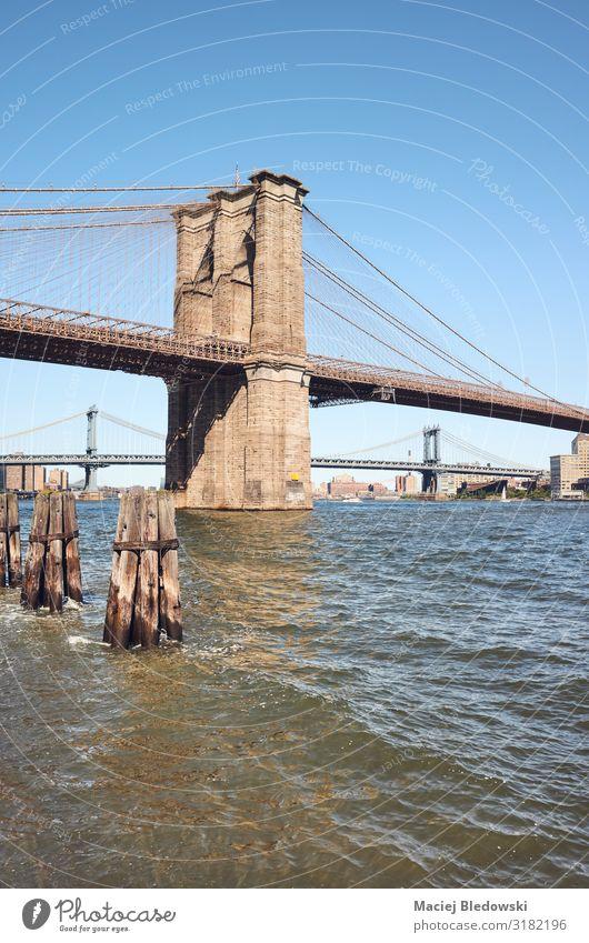 Brooklyn Bridge und East River an einem sonnigen Tag, NYC. Ferien & Urlaub & Reisen Sightseeing Städtereise Sommer Himmel Fluss Brücke New York State Großstadt