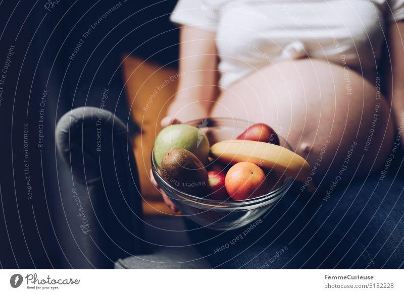 Nutrition during pregnancy - pregnant woman with fruit bowl Frau Mensch Jugendliche Gesunde Ernährung Gesundheit 18-30 Jahre Erwachsene feminin Frucht Haut