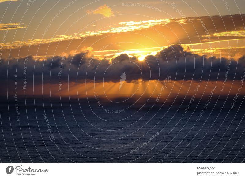 Späte Sonne überm Atlantik Himmel Ferien & Urlaub & Reisen Natur Wasser Meer Wolken Freude Umwelt kalt Beleuchtung Glück Freiheit orange Zufriedenheit frisch