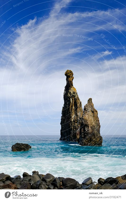 Der Fels in der Brandung Umwelt Natur Landschaft Pflanze Urelemente Erde Wasser Himmel Wolken Wetter Schönes Wetter Felsen Seeufer Meer Insel bedrohlich