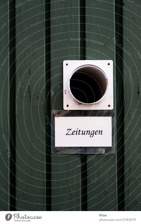 Platz für Mauer Wand Fassade grün Zeitung Zeitungen austragen Schilder & Markierungen Information old-school zeitungsrolle zeitungsfach rund Farbfoto