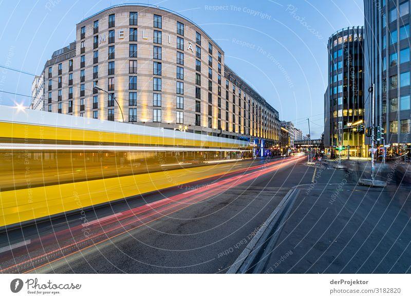 Berlin Friedrichstraße: Straßenbahn fährt vorüber Ferien & Urlaub & Reisen Tourismus Ausflug Abenteuer Sightseeing Städtereise Bauwerk Gebäude Architektur