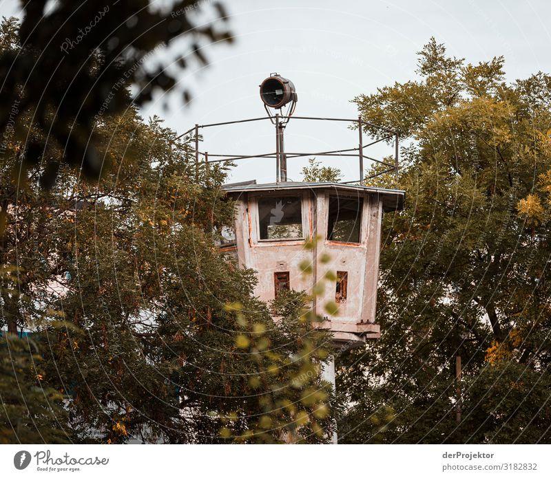 DDR Wachturm in Berlin Mitte Ferien & Urlaub & Reisen alt Ferne Architektur Wand Gebäude Tourismus Mauer Freiheit Ausflug Abenteuer Sehenswürdigkeit Wahrzeichen
