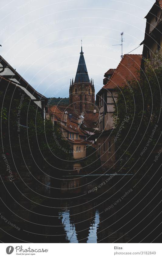 Hübsches Wissembourg wissembourg weißenburg Elsass Frankreich Kleinstadt Stadtzentrum Altstadt Kirche Sehenswürdigkeit Kirche St. Peter und Paul