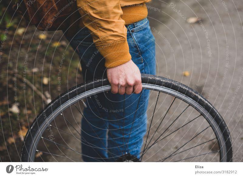 Rad Mensch maskulin Junger Mann Jugendliche Erwachsene 1 18-30 Jahre 30-45 Jahre Freizeit & Hobby Reifen reifenwechsel Fahrradreifen Reparatur Fahrradfahren