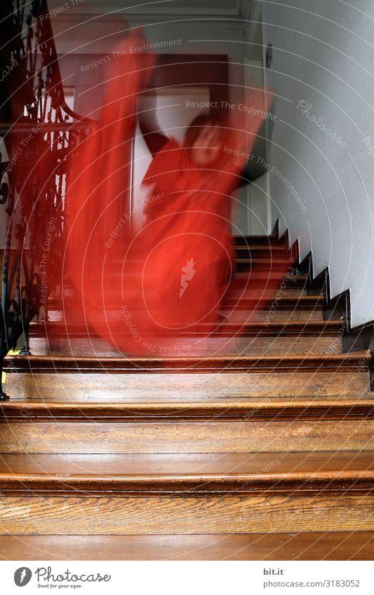 Unscharf l Schlafwandler Frau Mensch Erwachsene feminin Treppe laufen Treppenhaus