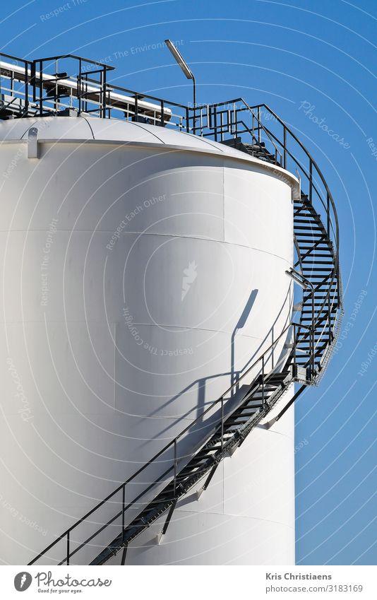 Speichertank Arbeit & Erwerbstätigkeit Arbeitsplatz Fabrik Wirtschaft Industrie Energiewirtschaft Business Energiekrise Metall Stahl blau weiß Erdöl