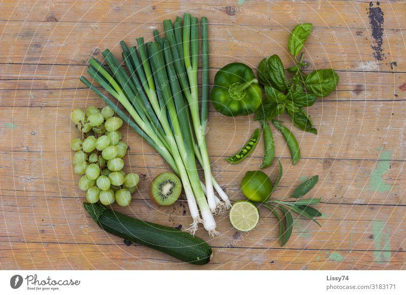 Green Fruits Lebensmittel Gemüse Frucht Zucchini Weintrauben Frühlingszwiebel Paprika Kiwi Limone Ernährung Diät Fasten Vitamin vitaminreich healthy Gesundheit