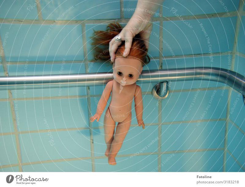 Tauchausbildung Urelemente Wasser hell nah nackt nass blau braun silber Puppe Haare & Frisuren Schwimmbad tauchen Schwimmen & Baden Geländer Arme Beine Kopf
