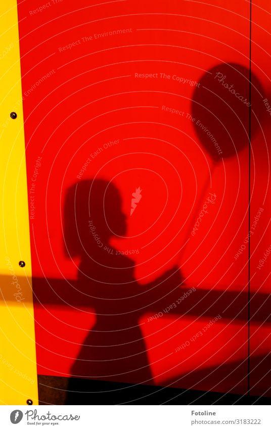 Mein Luftballon Mensch feminin Kind Mädchen Kindheit 1 Fröhlichkeit hell Wärme gelb rot schwarz Farbfoto mehrfarbig Außenaufnahme Menschenleer Tag Licht