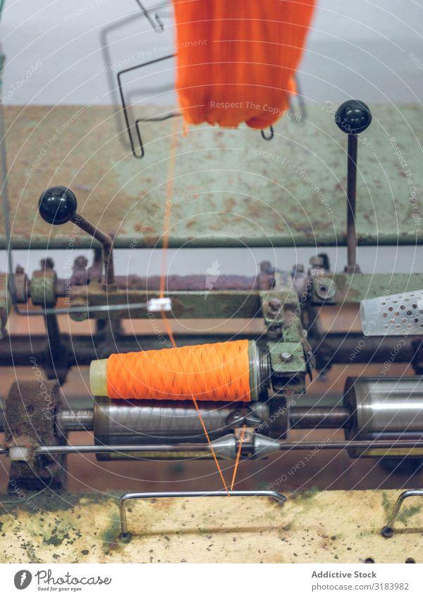 Maschinenhaspelfaden auf Spule Faser taumelnd Baumwolle Industrie Fabrik Orange Produktion Material Stoff Gerät Bekleidung Textil Spinning Werkzeug verarbeiten