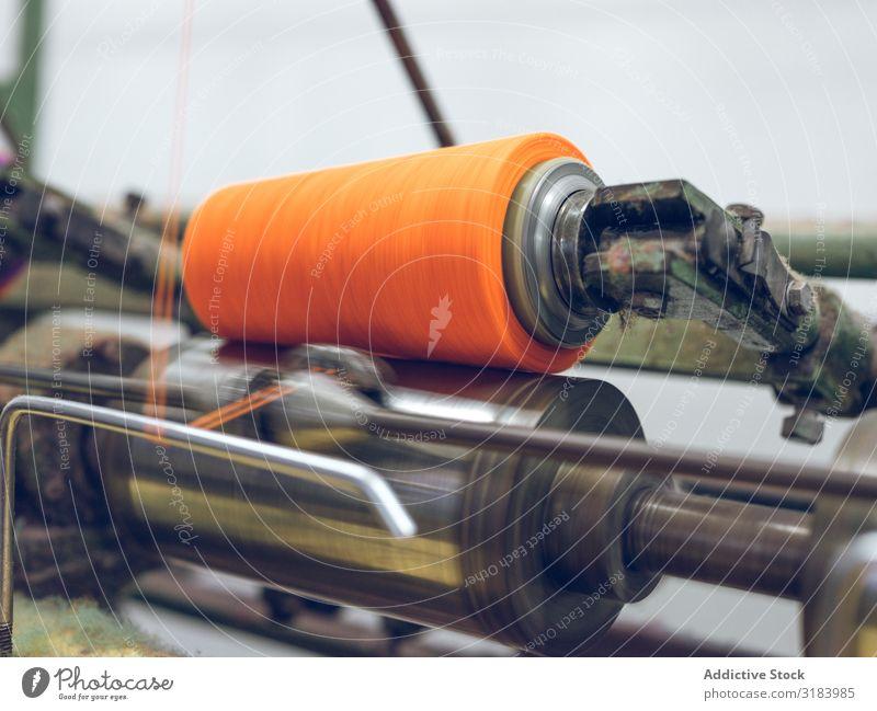 Gewindedrücken auf der Maschine Faser Industrie Spinning Fabrik Orange Produktion Material Stoff Gerät Bekleidung Textil Baumwolle Werkzeug verarbeiten
