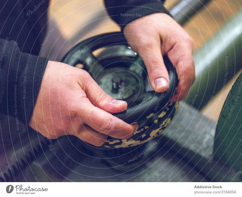 Getreidehändedrehventil der Industriemaschine Hand Ventil Maschine Fabrik sich[Akk] wandelnd Mitarbeiter Mann Metall Gerät Stahl Kraft Flugzeugwartung Werkzeug