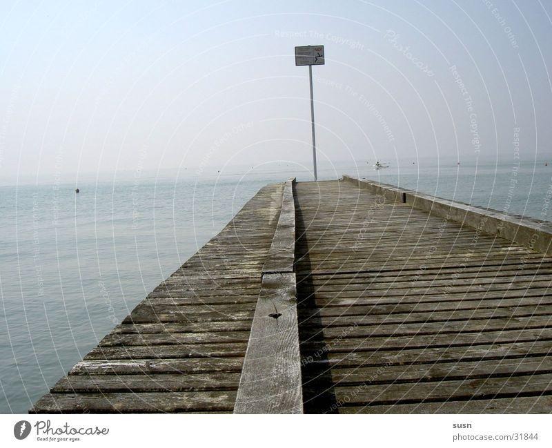 Steg am Meer Strand Einsamkeit dunkel Ferne Italien Europa baden verboten