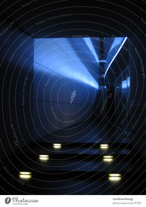 Blauer Eingang blau Lampe Architektur Tür Treppe