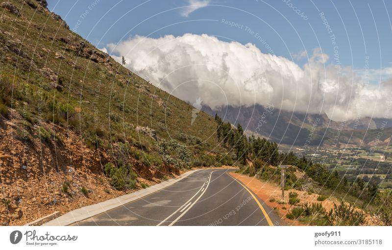 Weg ins Wochenende Himmel Ferien & Urlaub & Reisen Natur schön Landschaft Wolken Einsamkeit Ferne Berge u. Gebirge Straße Umwelt Wiese Tourismus Freiheit