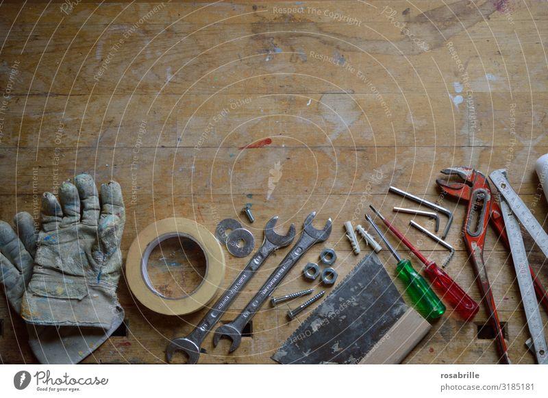 Werkzeug | Vorsicht, scharf! heimwerken Arbeit & Erwerbstätigkeit Handwerker Baustelle Mutter Erwachsene Muttern Erfolg Kraft Leidenschaft fleißig 1. Mai