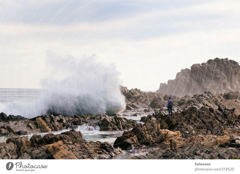 der traut sich was Mensch Himmel Natur Ferien & Urlaub & Reisen Meer Landschaft Strand Ferne Umwelt Küste Freiheit natürlich Horizont Wellen groß Tourismus