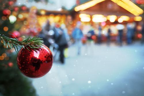 Unscharf l bis auf die Kugel Feste & Feiern Weihnachten & Advent Freude Glück Fröhlichkeit Lebensfreude Weihnachtsbaum Weihnachtsmarkt Weihnachtsdekoration