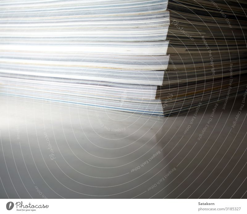 Das Gegenteil von Rückenmagazin lesen Zeitung Zeitschrift Buch Bibliothek Papier Sammlung gelb weiß Magazin monatlich Stapel Anhäufung Hintergrund Bildung