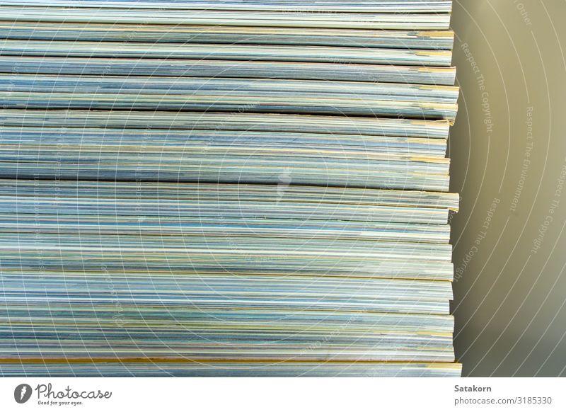 Textur des Gegenteils zum Rückenmagazin lesen Zeitung Zeitschrift Buch Bibliothek Blatt Papier Sammlung gelb weiß Magazin monatlich Stapel Anhäufung Hintergrund
