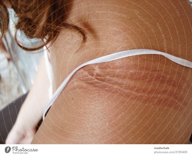 Schwerlasttransporter Mensch feminin Junge Frau Jugendliche Haut Schulter Linie Erholung sitzen tragen warten muskulös Opferbereitschaft Verantwortung achtsam