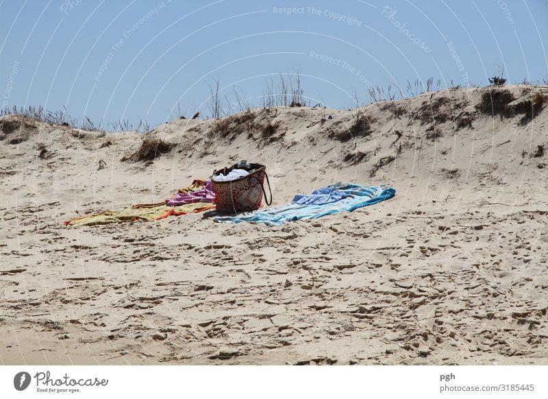Alone on the beach Ferien & Urlaub & Reisen Sommer Sonne Meer Freude Strand Gesundheit Lifestyle Wärme Küste Glück Tourismus Schwimmen & Baden Ausflug Wetter