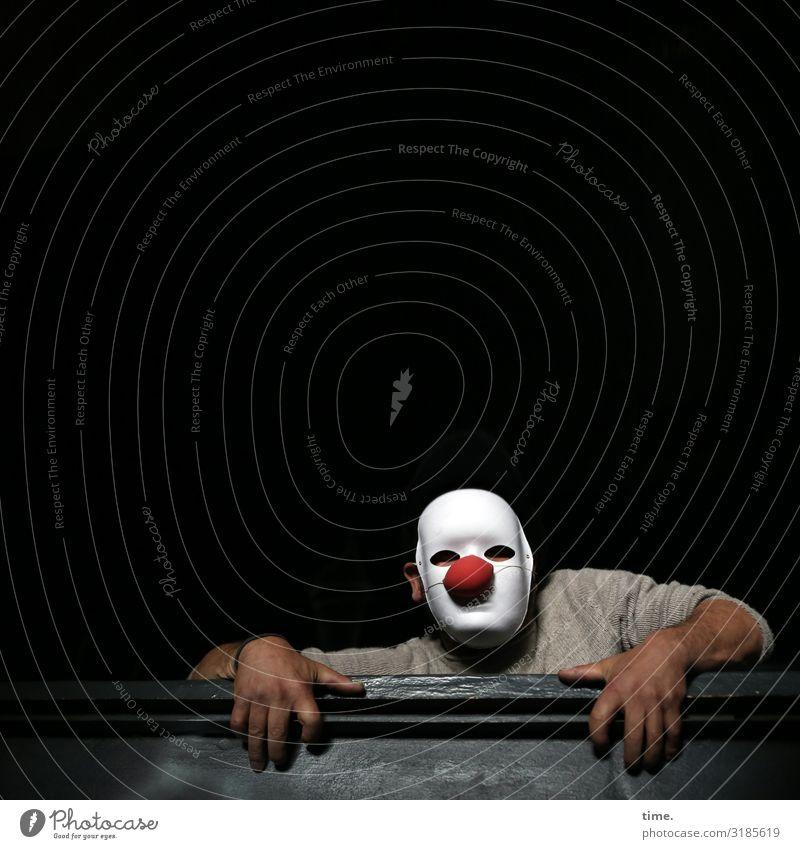 lostplacer maskulin Mann Erwachsene 1 Mensch Künstler Theaterschauspiel Schauspieler Maske Clown Pullover Holz beobachten festhalten Blick dunkel Tatkraft