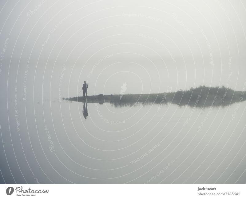 Blick am Morgen: unscharf Mensch Freude Leben natürlich Gefühle grau Zufriedenheit Nebel stehen authentisch warten Romantik einfach Fluss Flussufer Wachsamkeit