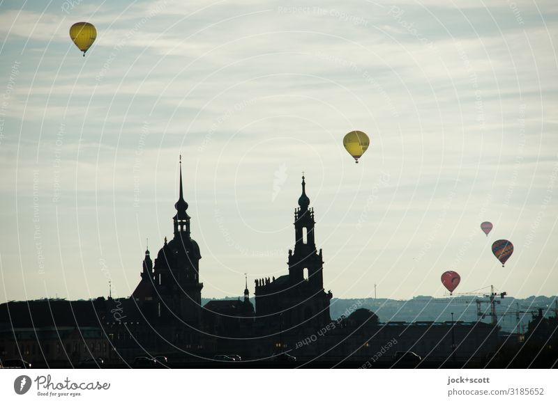 Überflieger Dresden Städtereise Luft Schönes Wetter Stadtzentrum Kirche Luftverkehr Ballone fliegen leuchten außergewöhnlich frei Unendlichkeit oben Wärme