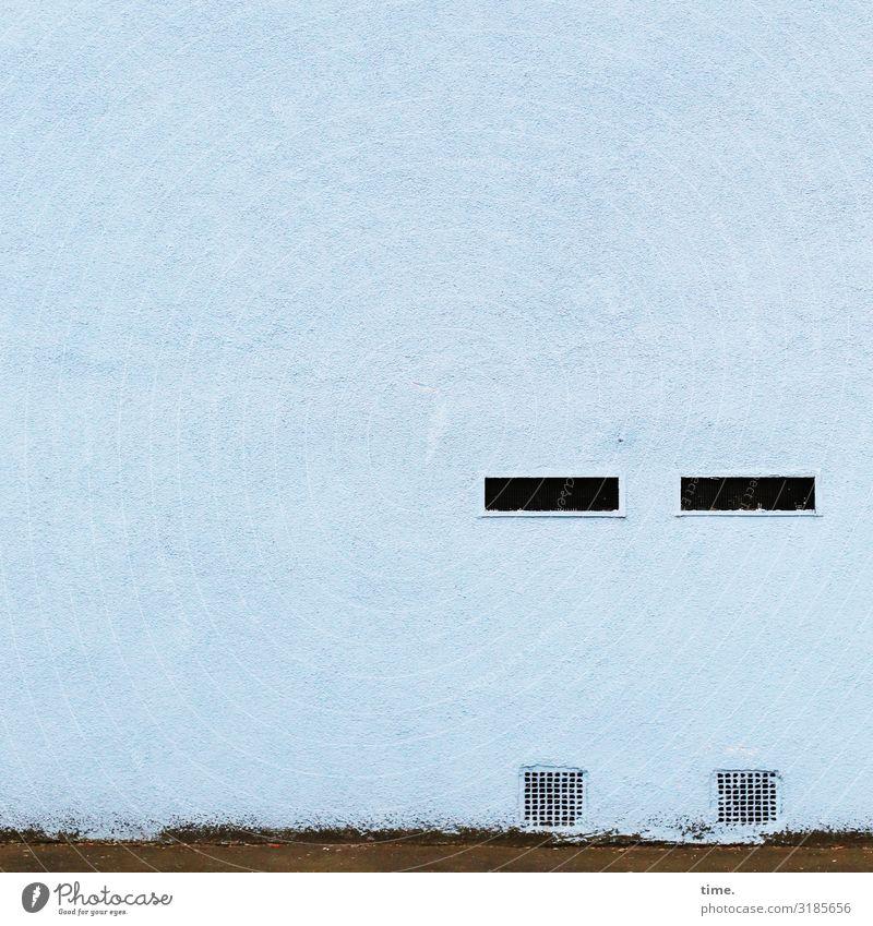Kunst am Bau   Alkoholtest mauer wand lüftungsschlitz blau monoton skurril gebäude architektur