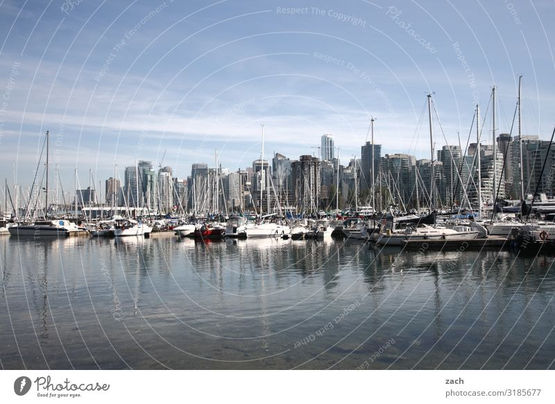 Am Wasser wohnen Küste Bucht Fjord See Vancouver Kanada Stadt Hafenstadt Stadtzentrum Skyline überbevölkert Haus Hochhaus Bankgebäude Fassade Schifffahrt