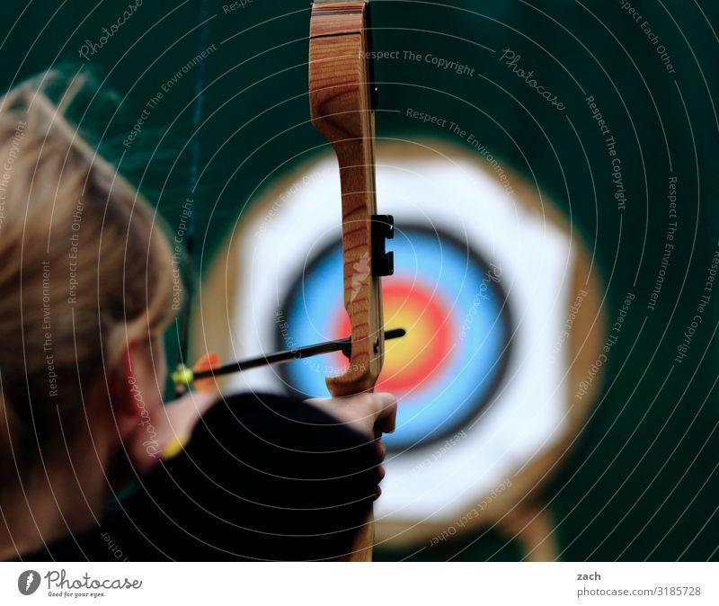 unscharf | das Ziel im Blick Spielen Jagd Bogenschütze Sportbogen Bogensport Zielscheibe Sportler Sportveranstaltung Erfolg Sportstätten feminin Junge Frau