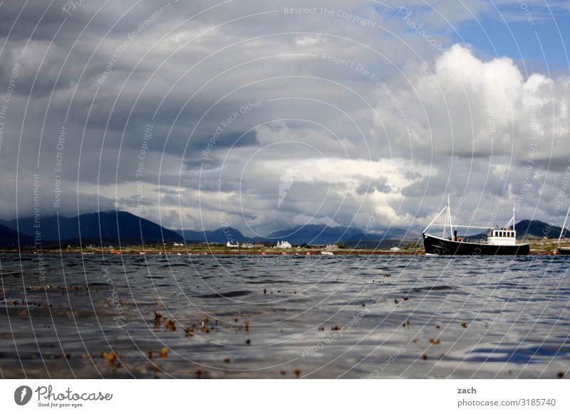Wetter Himmel Wasser weiß Landschaft Wolken Berge u. Gebirge Küste See grau Wasserfahrzeug Wellen Hügel Schifffahrt Republik Irland Fischerboot