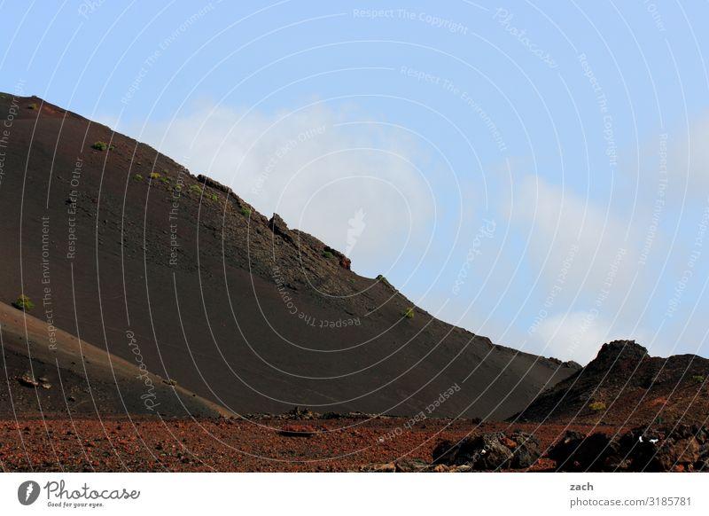 Feuerberge IV Himmel Ferien & Urlaub & Reisen blau schön Landschaft rot Reisefotografie Ferne Berge u. Gebirge dunkel braun Sand Insel Hügel Vulkan Kanaren