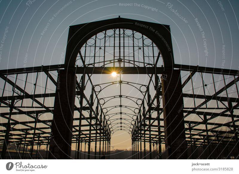 Denkmal mit Struktur Architektur Kulturdenkmal Wolkenloser Himmel Sonne Halle Konstruktion Dekoration & Verzierung leuchten groß historisch Wärme Stimmung