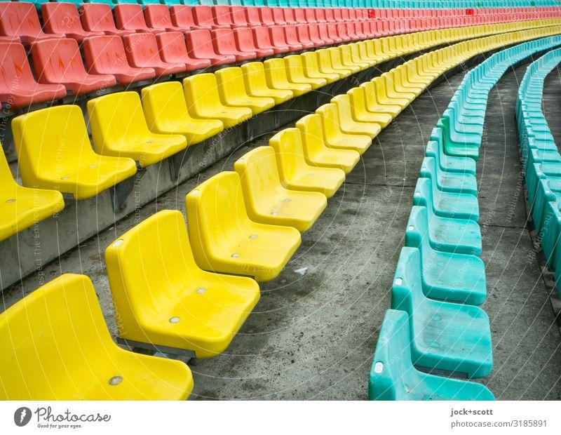 reihe dich ein Design Tribüne Sportstätten Stadion Sitz Prenzlauer Berg Sitzreihe Reihe Betonboden Kunststoff Streifen authentisch außergewöhnlich frei