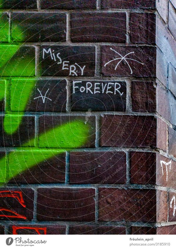 Misery | UT HH19 Haus Mauer Wand Stein Backstein Zeichen Schriftzeichen Graffiti dunkel rebellisch trist Stadt braun grün weiß Macht Angst Zukunftsangst