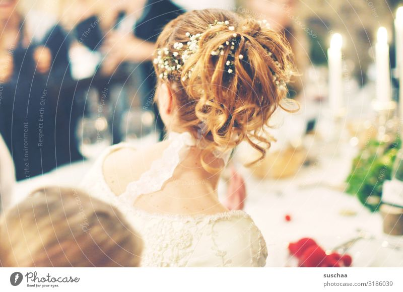brautfrisur Frau Mensch Feste & Feiern Haare & Frisuren Zusammensein Tisch Zukunft Hochzeit Kerze festlich Erwartung Braut Gedeck Hinterkopf Hochsteckfrisur