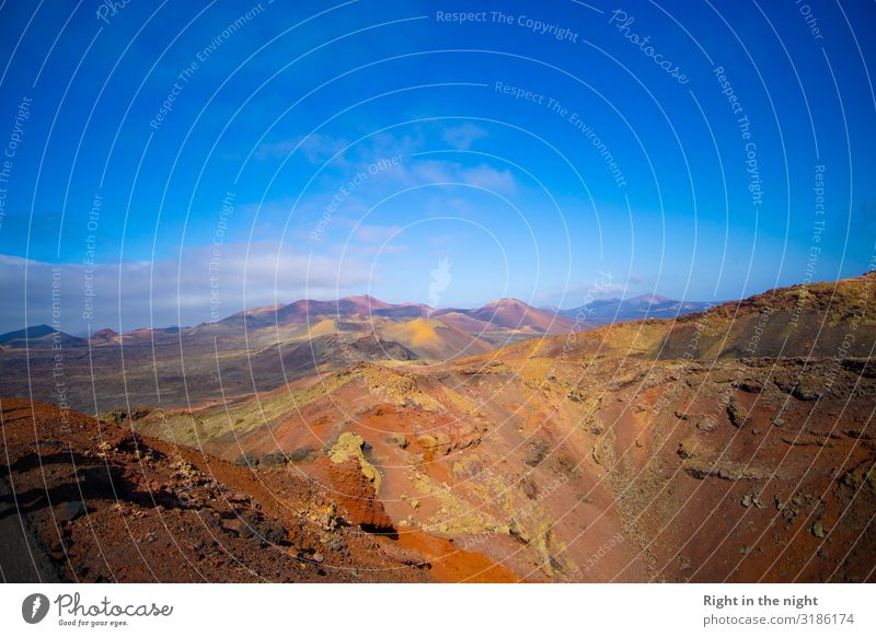 Vulkanlandschaft Natur Landschaft Urelemente Erde Feuer Himmel Wolken Horizont Sommer Schönes Wetter Felsen Insel Lanzarote Ferien & Urlaub & Reisen Brachland
