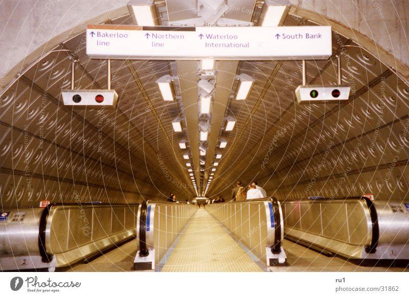 London Tube-2 Bewegung Verkehr Mobilität London England Rolltreppe