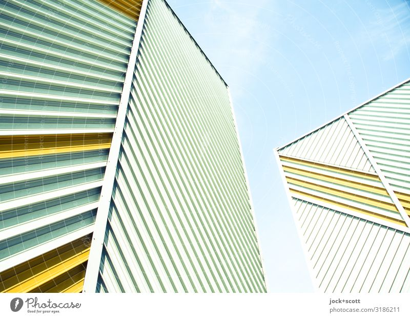 Diagonal trifft Vertikal Architektur DDR Himmel Plattenbau Brandmauer Fassadenverkleidung Linie Lamelle diagonal vertikal außergewöhnlich eckig hoch einzigartig
