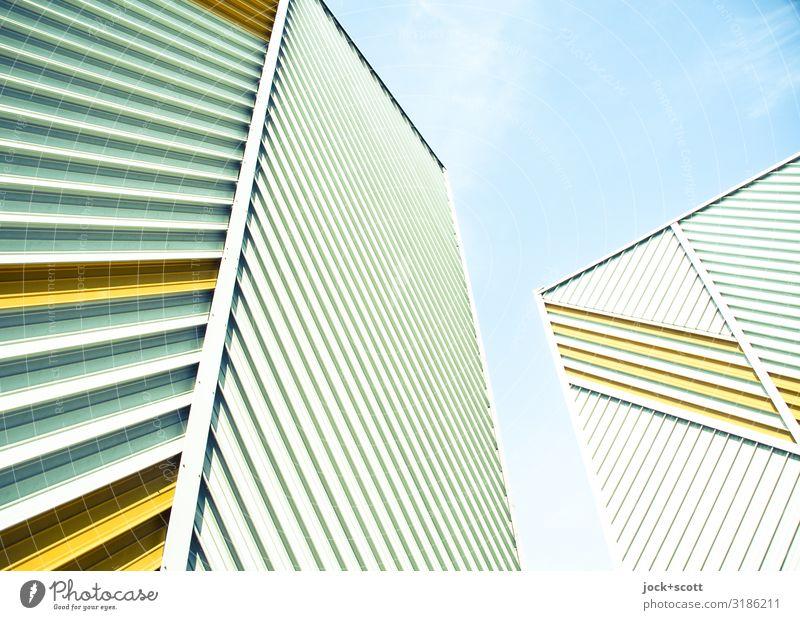 Diagonal trifft Vertikal Architektur DDR Himmel Treptow Plattenbau Brandmauer Fassadenverkleidung Linie Lamelle diagonal vertikal außergewöhnlich eckig hoch
